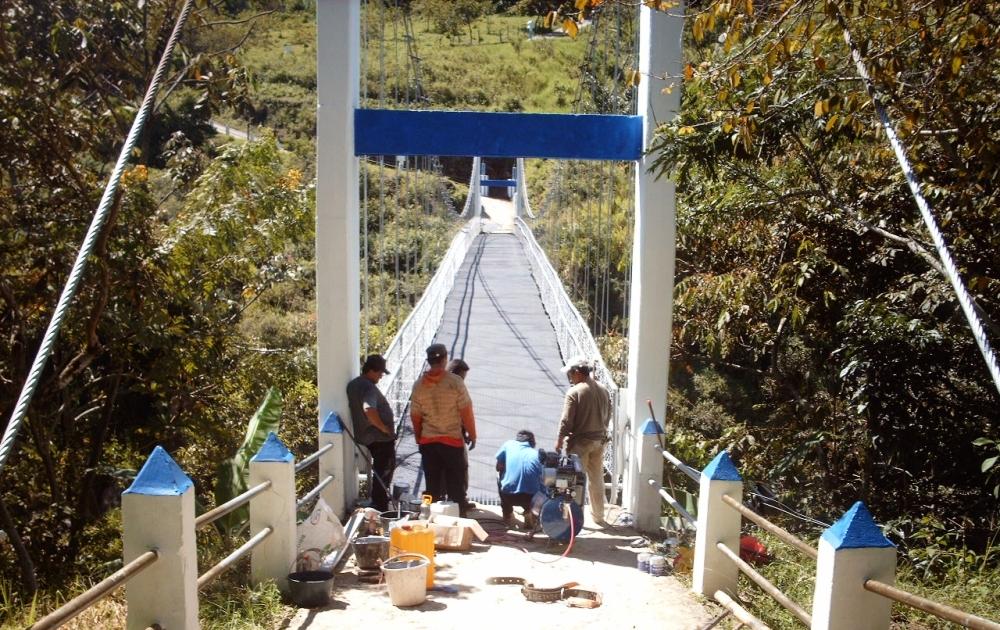 Puente peatonal y caballar en Aranzasu, Municipio de Páez. Esta obra hace parte del programa de reconstrucción de la cuenca del Río Páez