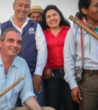 Mininterior en La María tocando tambor