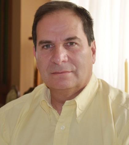 Felipe Delgado López, médico traumatólogo, autor de la técnica quirúrgica para colocar prótesis de cadera sin perder los ligamentos que sujetan la articulación y sin riesgo de luxaciones.