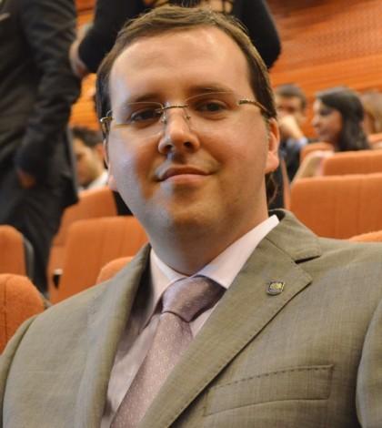El ingeniero Industrial Alberto Muñoz Olano, recibió el título de especialista en Gerencia Social.