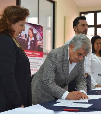 La directora de la Cámara Colombiana de la Infraestructura- Seccional Occidente, María Claudia Álvarez Hurtado y el director Administrativo de Comfacauca, Juan Cristóbal Velasco Cajiao, firmaron un convenio para mejorar la oferta laboral en sector de la construcción.