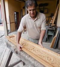 Talla en madera de la cartera del nuevo paso de Los Azotes del Miércoles Santo.