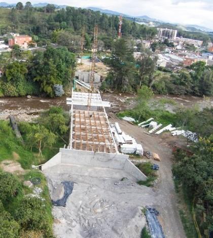 Construcción del nuevo puente sobre el Río Cauca, al norte de Popayán