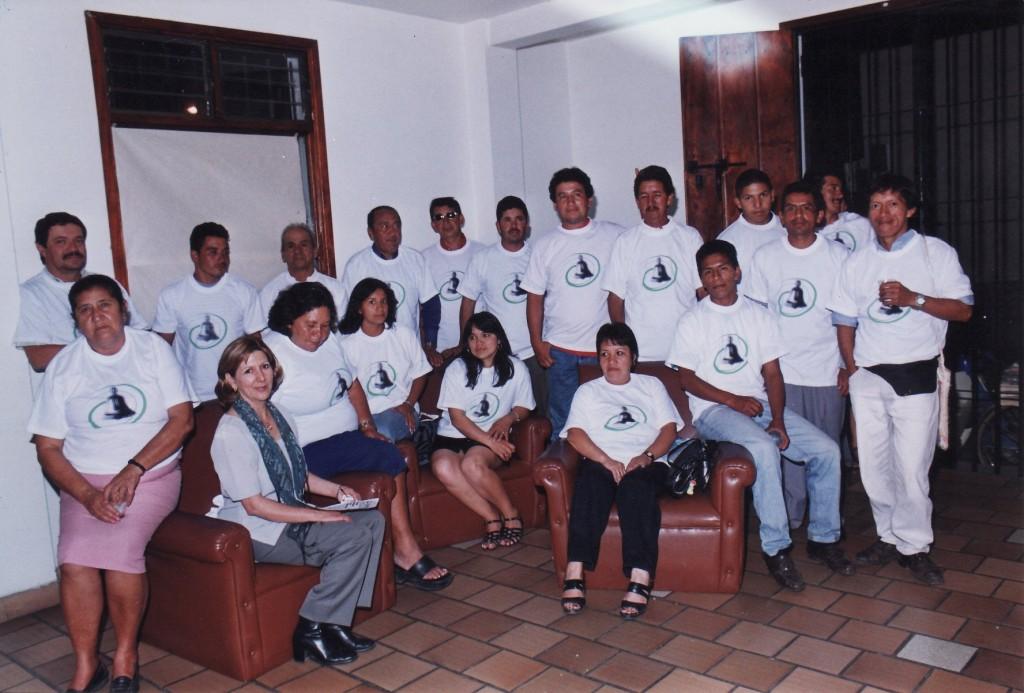 Equipo de distribución con el que inició el periódico La Campana en octubre del año 2000.