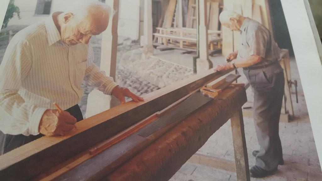 Los hermanos Durán, Luis Carlos y César, maestros ebanistas y talladores, hijos y nietos de famosos artistas, construyeron muchas de las andas de los pasos de las procesiones de Popayán.