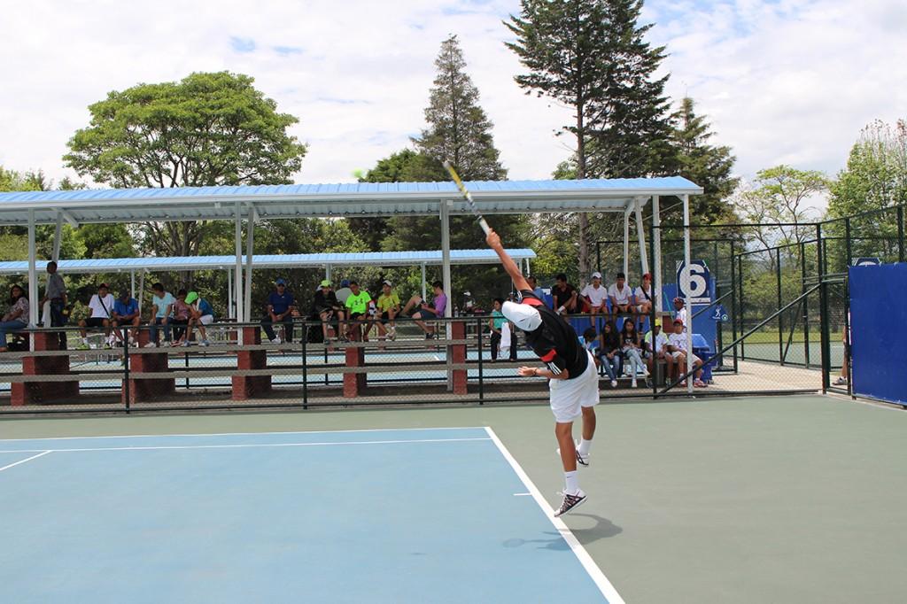 Cancha de tenis de la Unidad Deportiva La Villa de Comfacauca.
