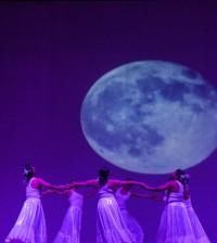 Parió la Luna danza