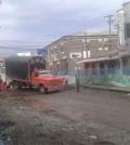 Camión en vía en construcción
