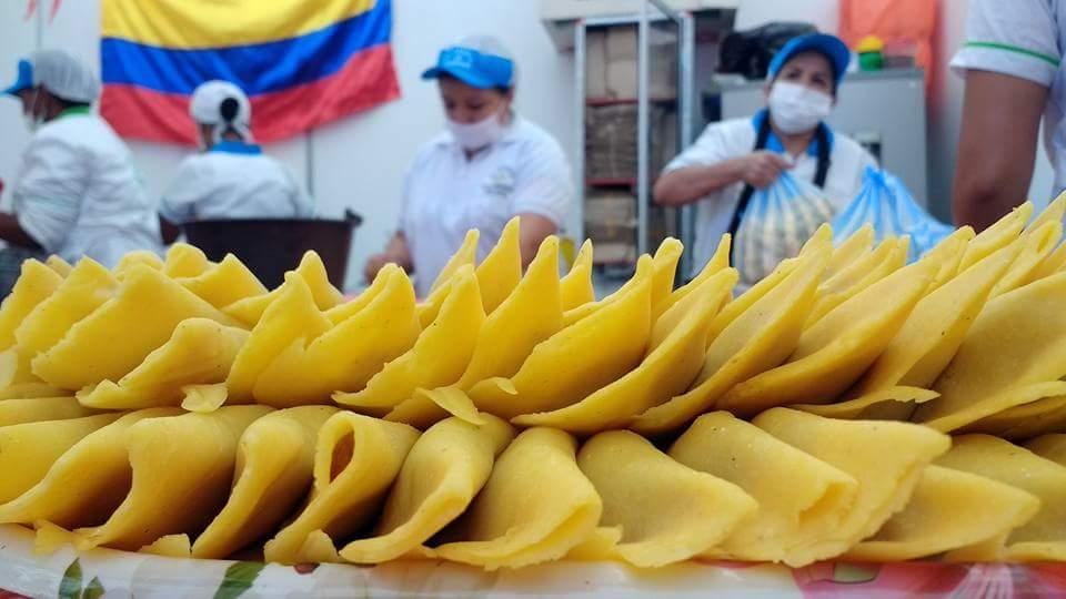 Las famosas y provocativas empanadas de Pipián, ya están en el pabellón del Cauca.  Foto Carlos Miguel Varona.