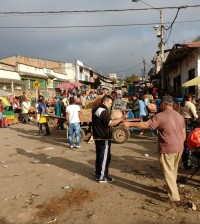 Foto 1 Calle 8N, Barrio Bolivar cerrada por comercio informal de alimentos