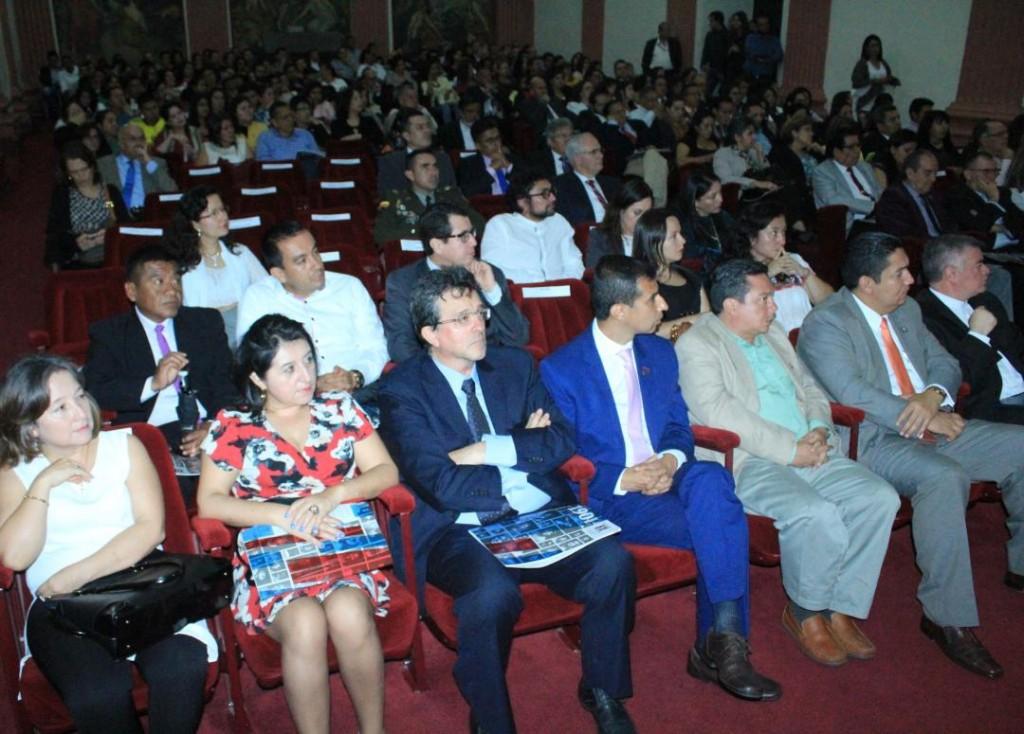 Público asistente a los actos en conmemoración a la fundación de Unicauca.