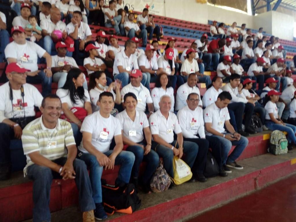 Voluntarios de la Cruz Roja festejaron los 50 años de existencia de la organización.