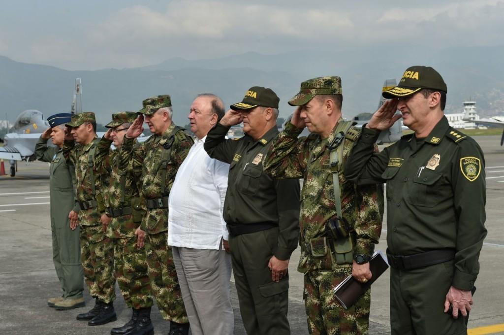 Foto 2 ministro y mandos militares
