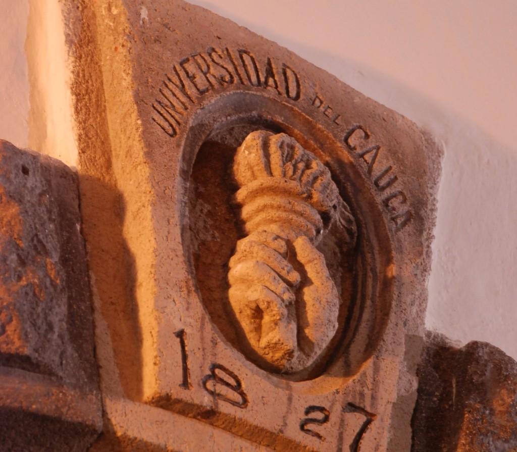 Logo en piedra